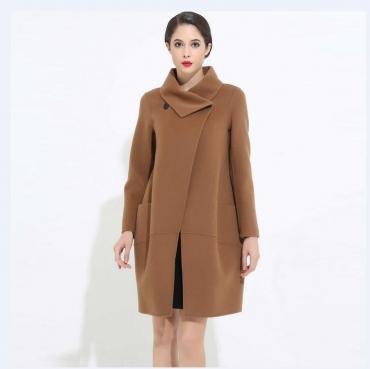 """说实话,""""羊绒大衣""""确实贵了点,但六七零后穿,美得淋漓尽致"""