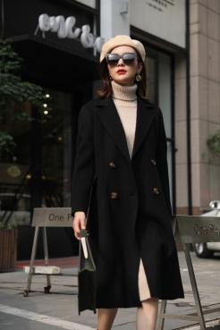 如何鉴别羊绒大衣定制外观的质量标准呢?